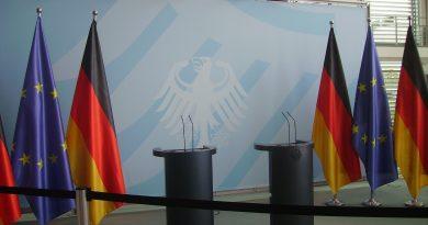 https://commons.wikimedia.org/wiki/File:Berlin_Bundeskanzleramt_B.JPG